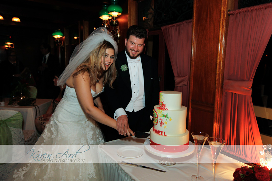 wedding cake cutting.jpg