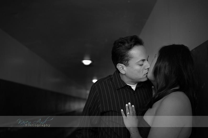 kissing-engagment-photography.jpg