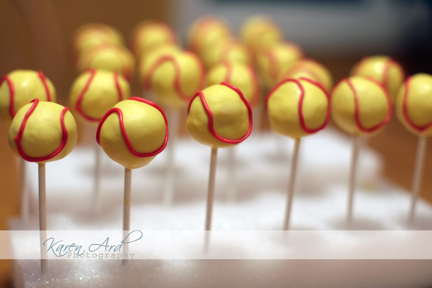 softball cakepops.jpg